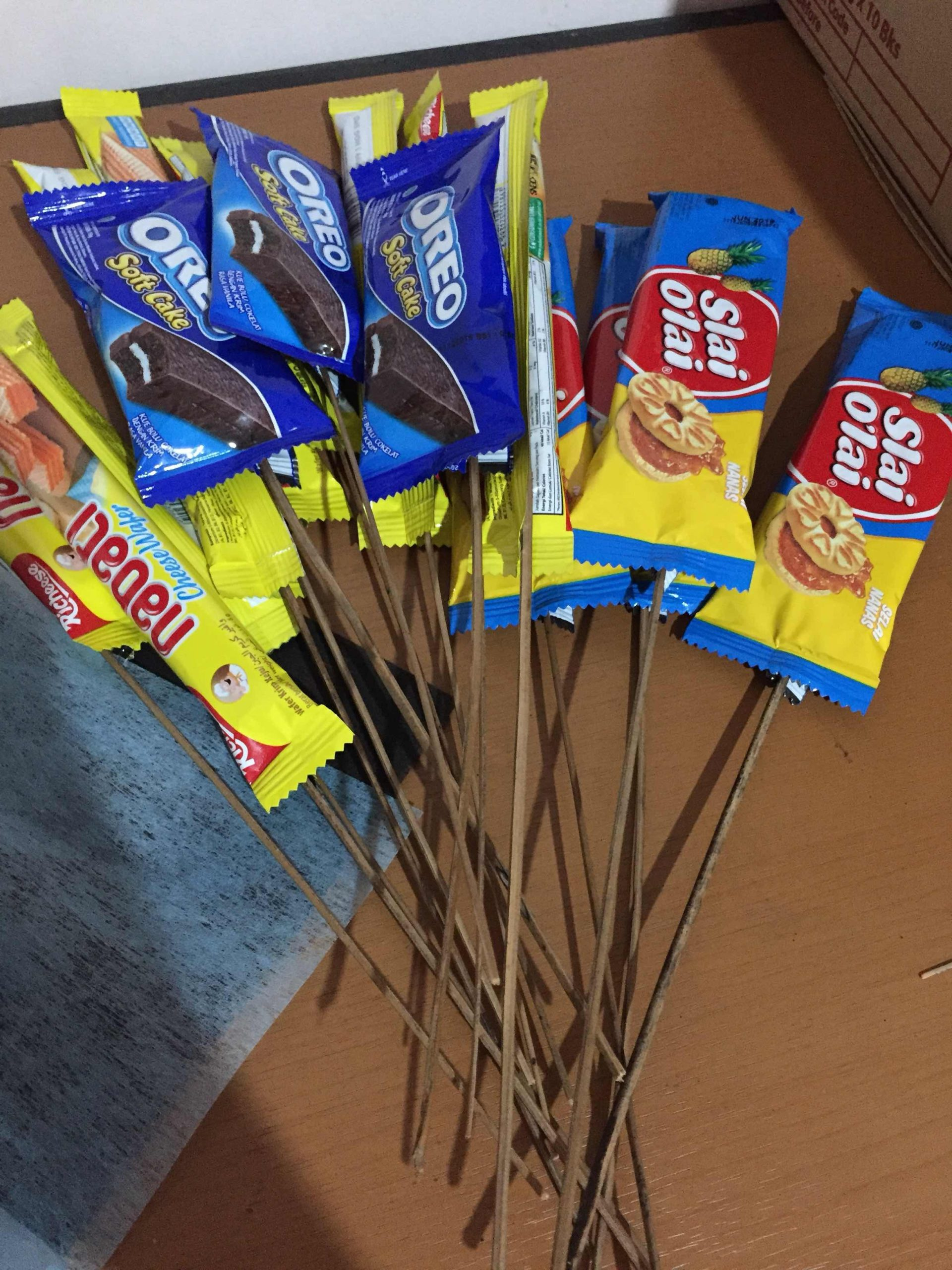 buket makanan dari kertas kardus scaled 2020