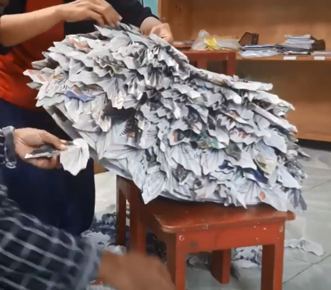 kerajinan rok dari koran bekas untuk anak perempuan 2020