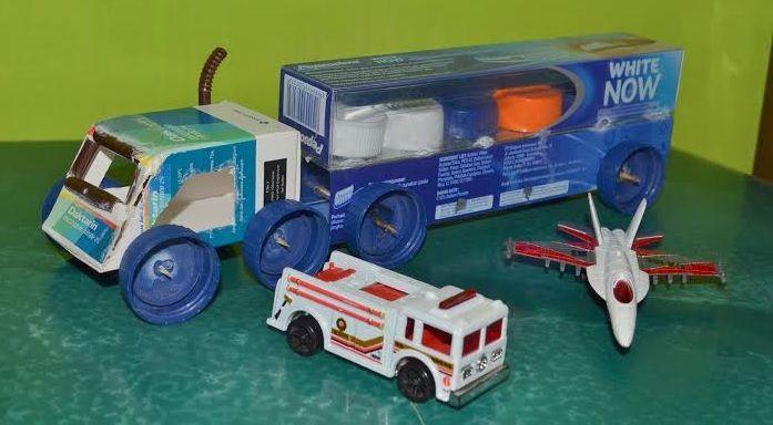 truk pengangkut barang dari kardus odol 2020